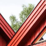 møne på rødt hus